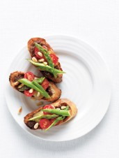 Bacon, Smoked Cheddar and Tomato Crostini with Asparagus