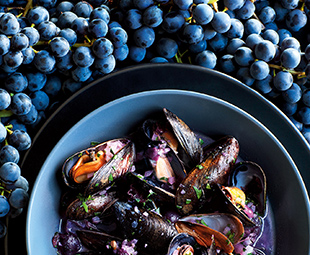 Grape & White Wine-Simmered Mussels
