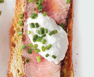Steak Crostini with Horseradish Cream