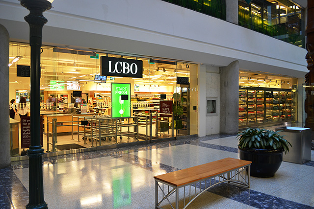 store-646-Toronto-Bay-and-College-2015-March-27